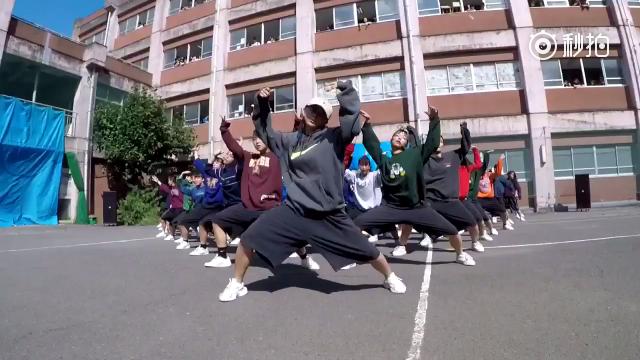 日本住吉高中文化祭中一段舞蹈表演,别人的高中系列~  