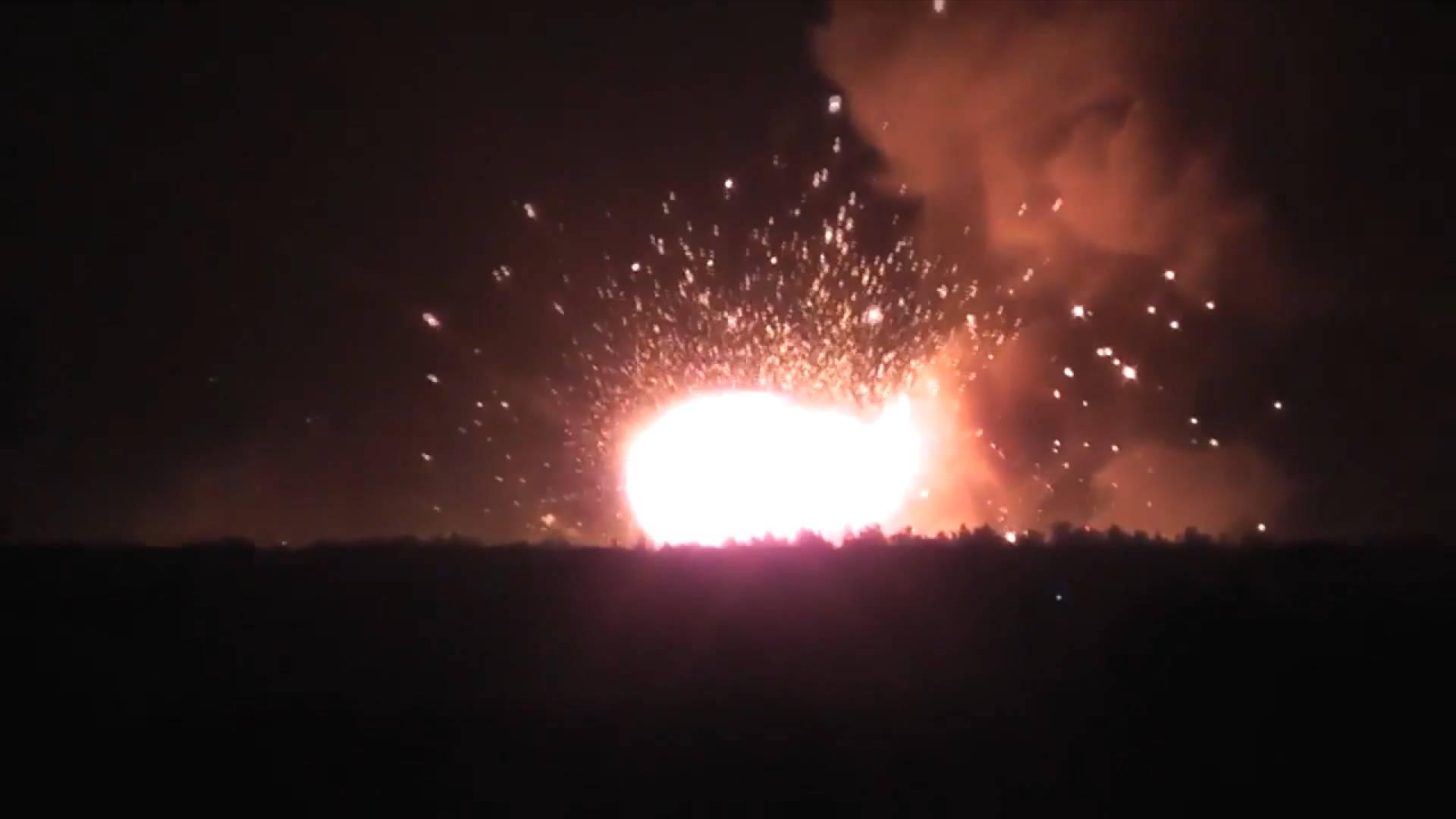 乌克兰一座弹药库发生爆炸