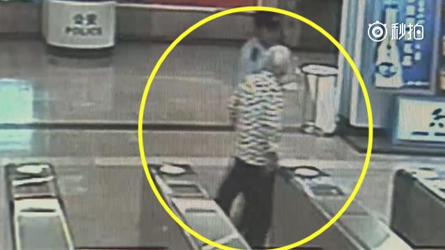 """八旬香港老人""""迷失""""上海地铁 机智民警助其找到家人"""