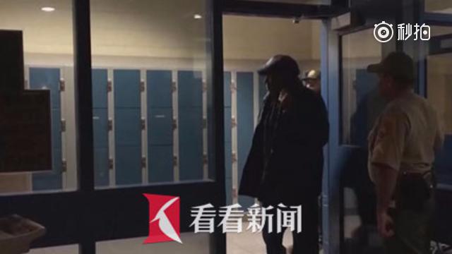 """入狱九年 """"世纪审判""""主角辛普森获假释"""
