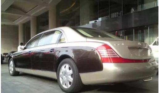 迈巴赫的车标价值17万,上海这辆却被偷了两次,两个小偷竟是师徒