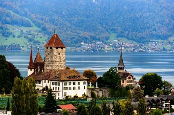 90%的人会错过的欧洲小镇,却有世间最美湖光山色