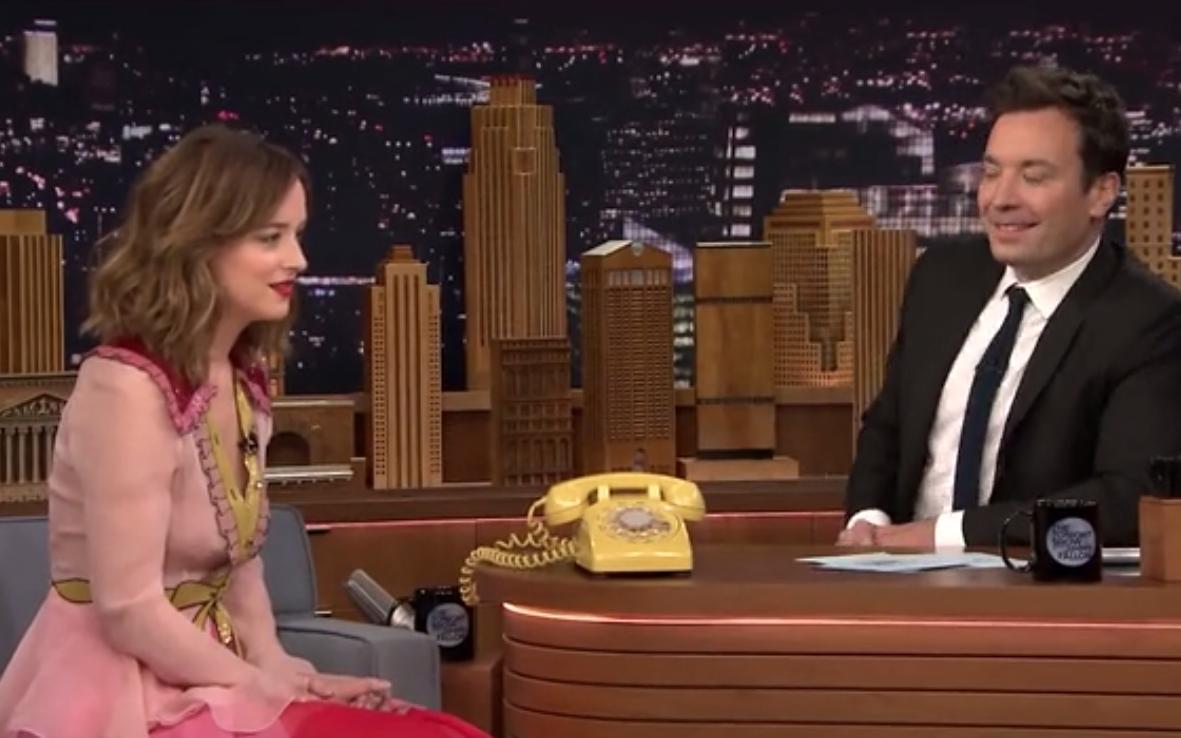 """【肥伦秀】Dakota Johnson达妹和肥伦玩""""表演游戏"""""""