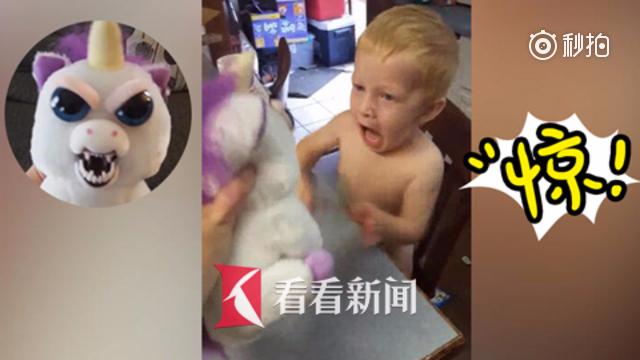 万圣节即将来临 妈妈用变脸玩偶戏弄儿子 四岁宝宝吓得鬼哭狼嚎