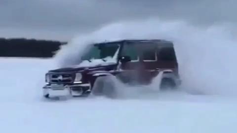 雪地漂移就看奔驰G  