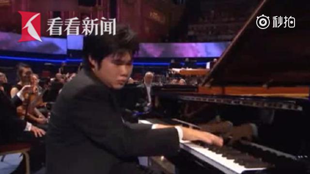 """2岁听音弹曲4岁自学钢琴 日本盲人钢琴大师演奏琴音""""治愈人心"""""""