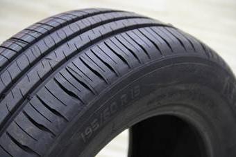 下雨天哪种花纹的<em>轮胎</em>最安全