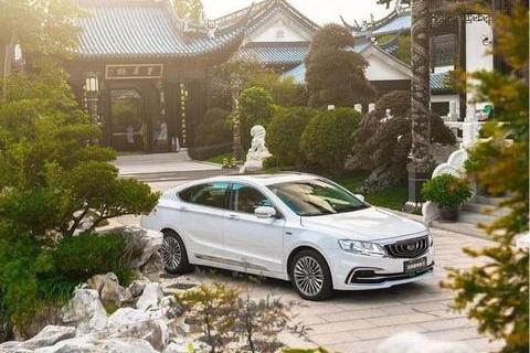 11.98万起,国产销量最高的B级车,据说比30万的合资车还耐撞!