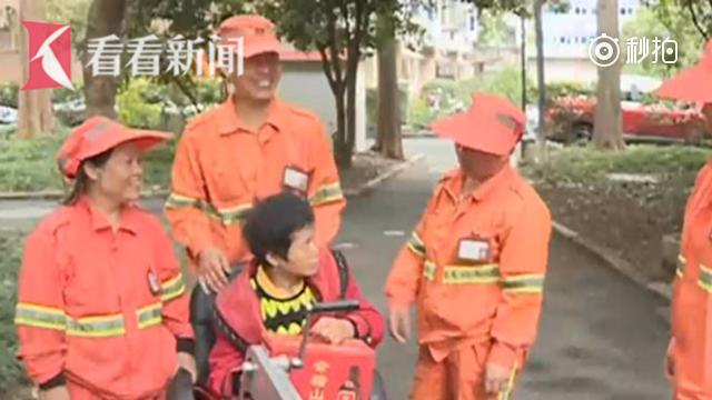 残疾夫妻膝下无子生活不能自理 热心环卫工人当儿做女贴心照顾6年