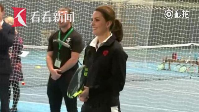 厉害了!凯特王妃身怀六甲依旧和小朋友打网球