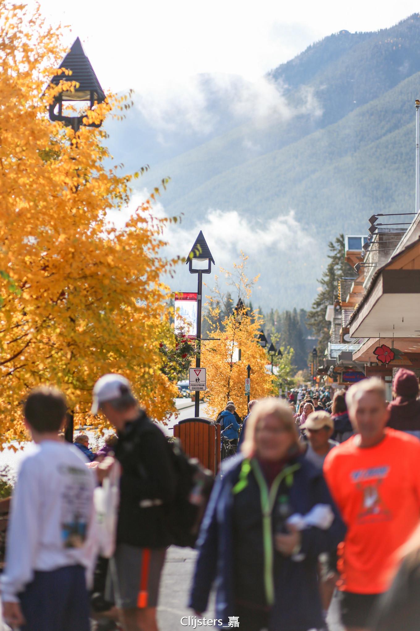 加拿大班夫 雪山下的枫叶小镇