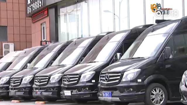 【一百多万买的奔驰房车 踏板老是自动伸出】去年3月份,陈先生花102万...