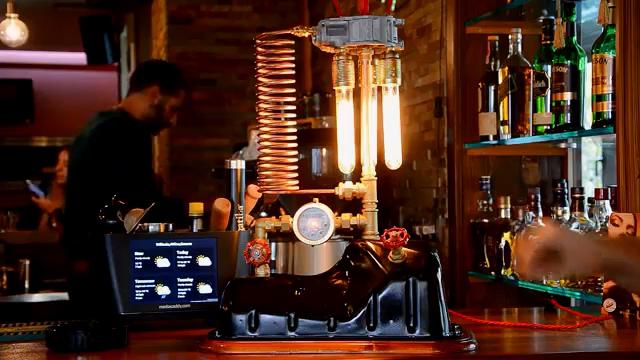 制造业强国DIY最喜欢看这个系列的DIY,用发动机油底壳DIY一个漂亮的...