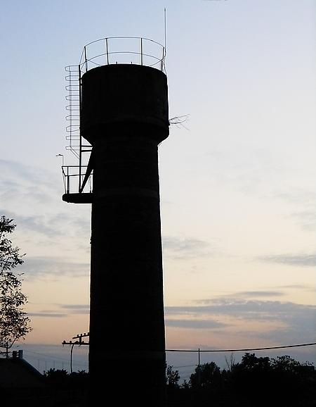 小小说:为什么非要拆这个老水塔