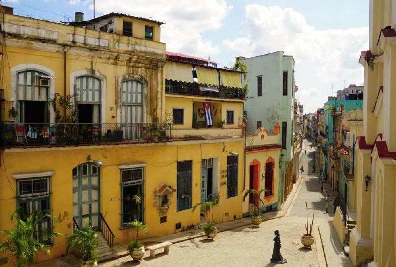 在古巴,1个人1个月只能有5个鸡蛋