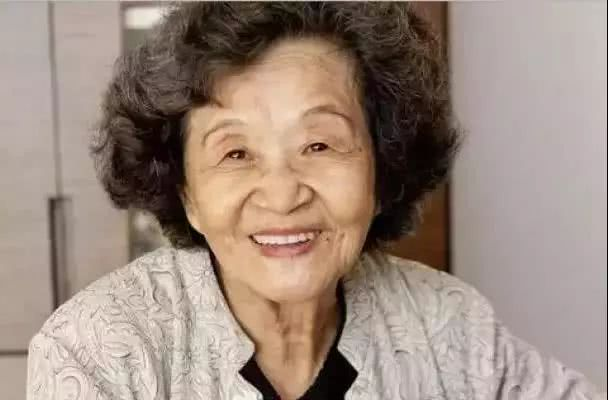 一曲《梁祝》伴一生 中国先驱钢琴家巫漪丽在挚爱琴声中逝世