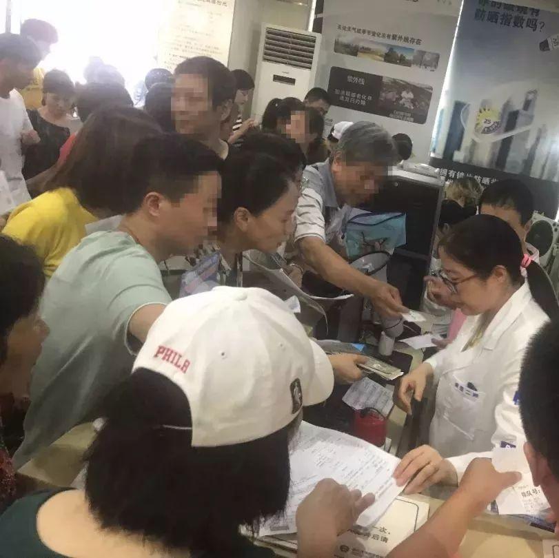 暑期杭州各大医院眼科火爆 凌晨4点多都排不到号