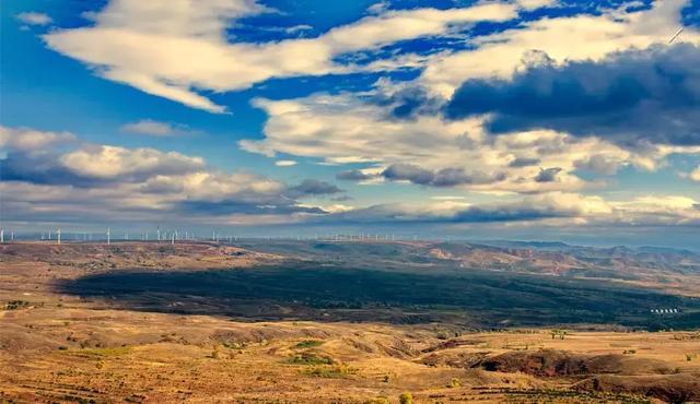 蜿蜒于张家口,号称东部318,是欣赏壮丽坝头风光的绝美天路!