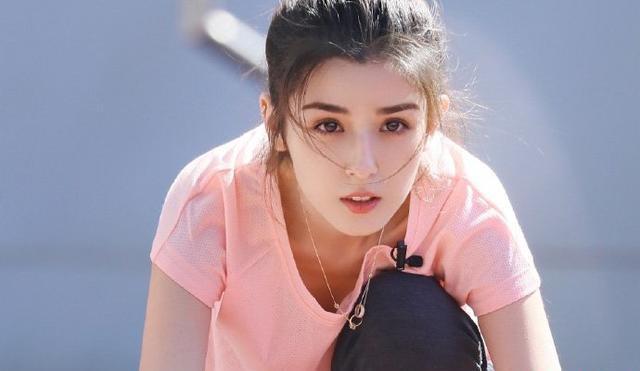 哈妮克孜换造型有了刘海撞脸陈都灵,却没有了新疆女孩