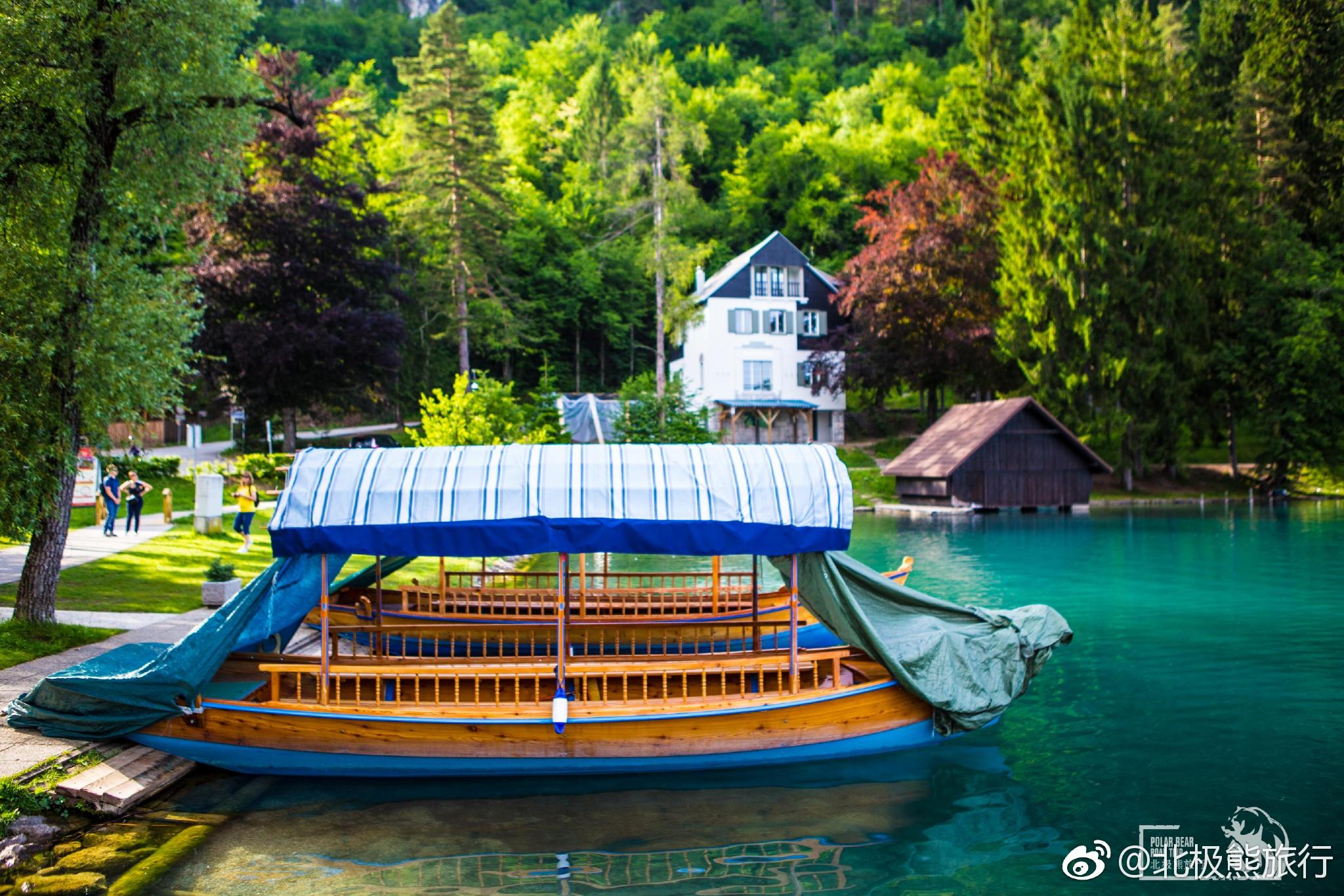 布莱德湖,被誉为阿尔卑斯的蓝眼睛