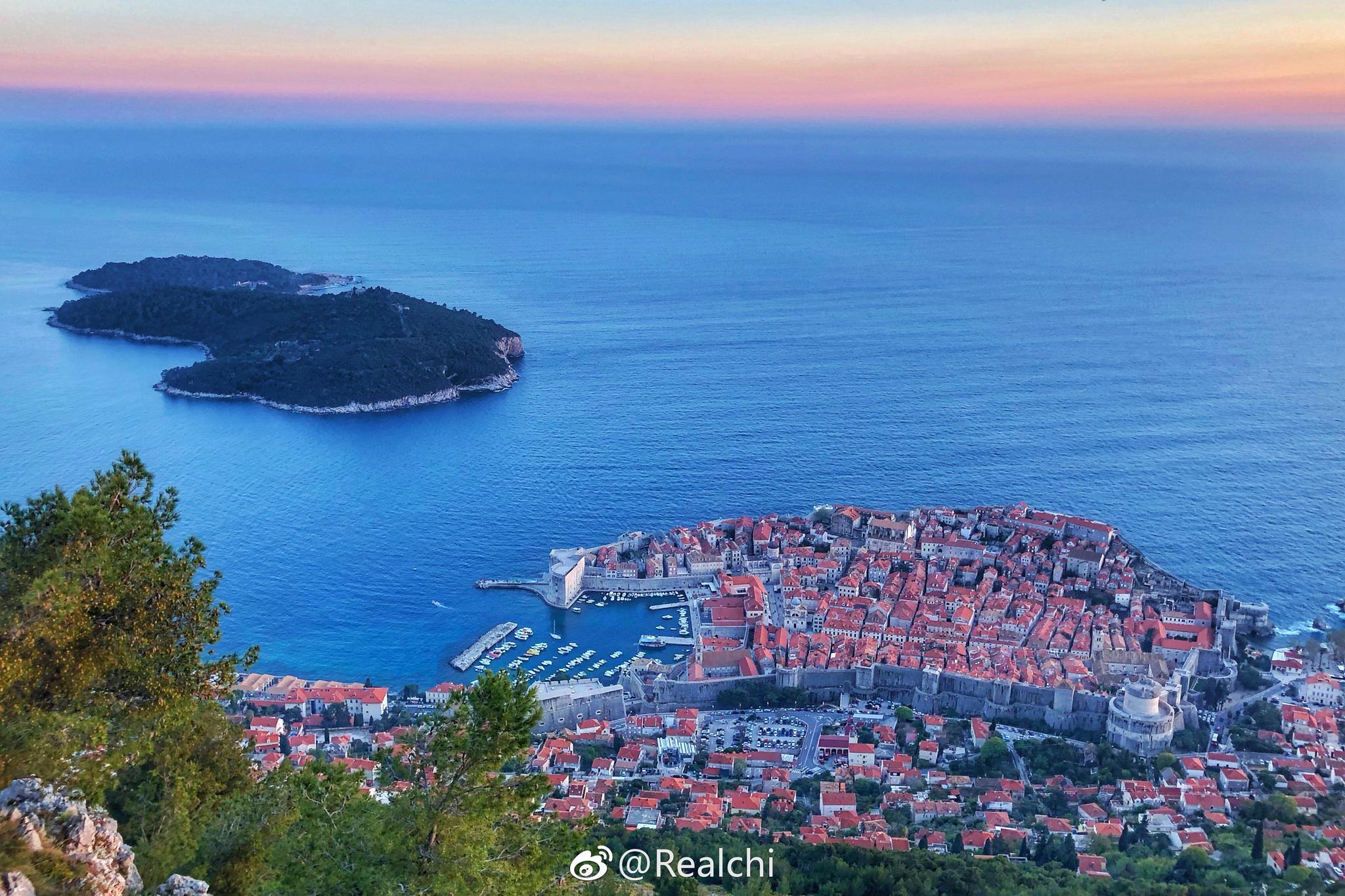 俯瞰克罗地亚最著名的旅游城市:杜布罗夫尼克