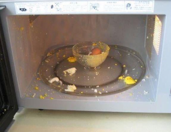 鸡蛋放进微波炉会炸掉?4种物体不适合放入微波炉,你放对了吗?