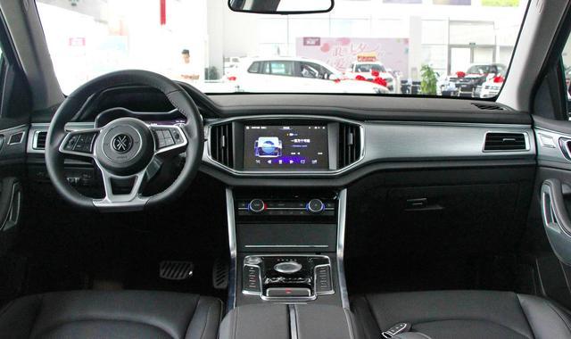 2.0T+8AT,比GS7更大,价格便宜近4万,还标配全景天窗