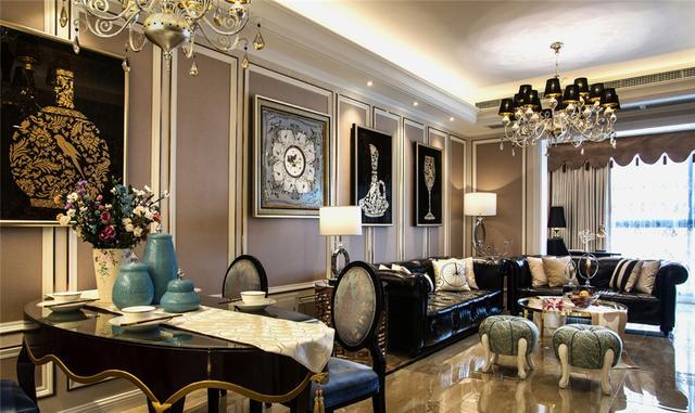 超豪华客厅,整体大量的使用了金属质感,墙面使用石膏线和壁纸和金属条