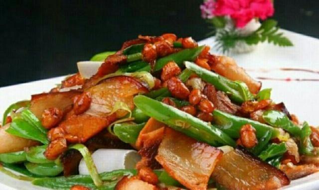 《青椒炒腊肉》