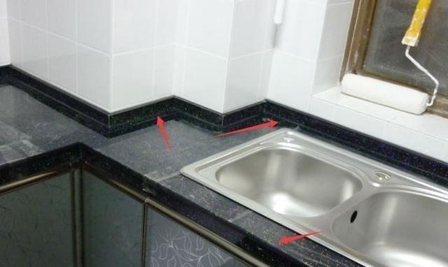 厨房台面安装挡水条,效果真的是太棒了,装修之后才知道它的好
