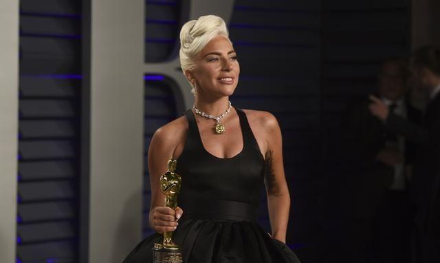 Lady Gaga夺奥斯卡最佳电影歌曲奖 首获小金人
