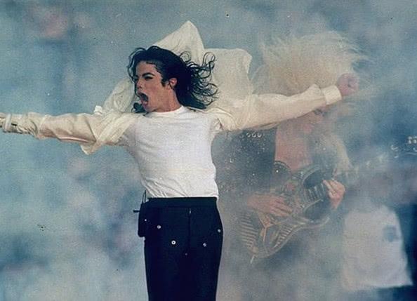 MJ恋童案再起波澜,当事人重提案情,网友:人血馒头好吃吗?