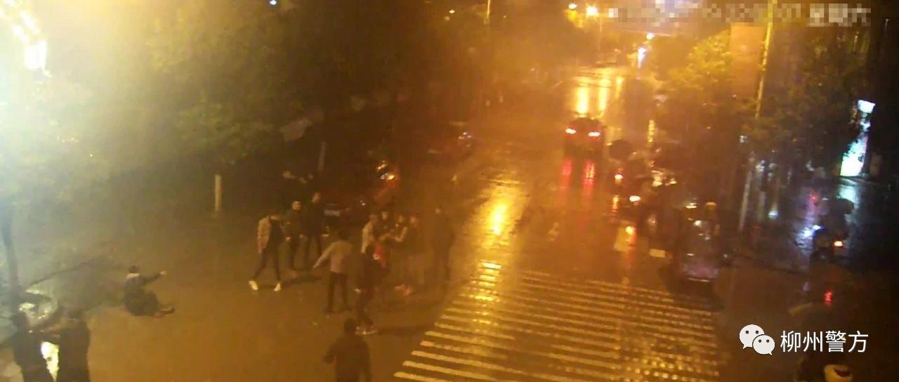 柳州融水小青年因琐事引发聚众斗殴 现场画面被疯传