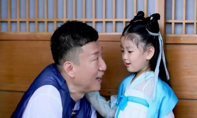 孙红雷女儿首次曝光,咪咪小眼喜感十足,爸爸基因果然强大!