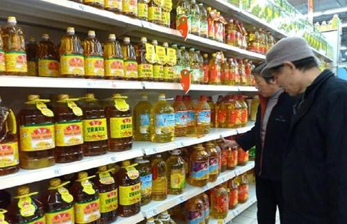 """有这""""3个字""""的食用油,聪明人不买,超市员工:我们自己才不吃图片"""