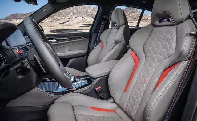 全新宝马X4 M,搭载3.0T直六引擎,独特灰色内饰