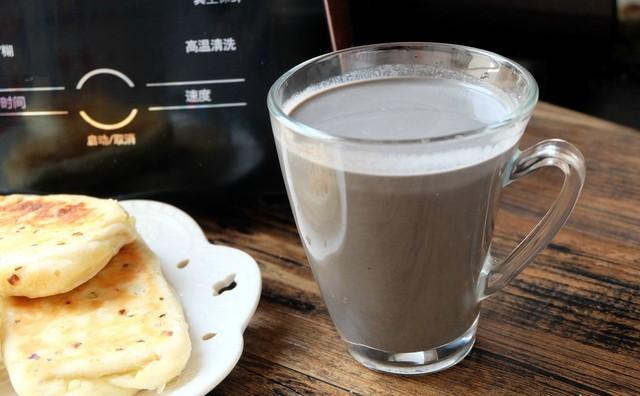 豆浆光喝花生多没意思,来杯v豆浆又健脑的黑芝麻核桃草鱼糊吧!早餐身上有寄生虫图片