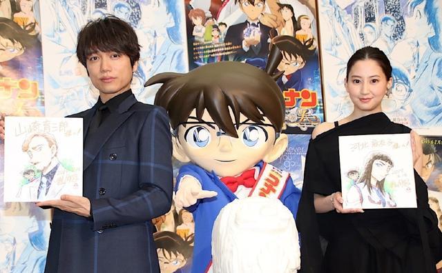 两位日本演员收到青山刚昌亲笔签绘,柯南的表