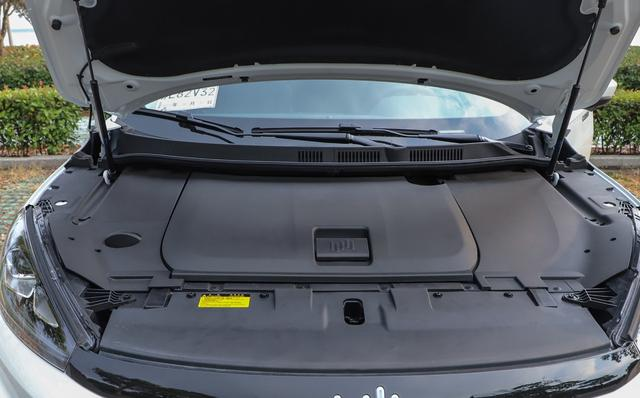 内饰12.3英寸+12.8英寸大屏,标配LED大灯,纯电动SUV最低11万