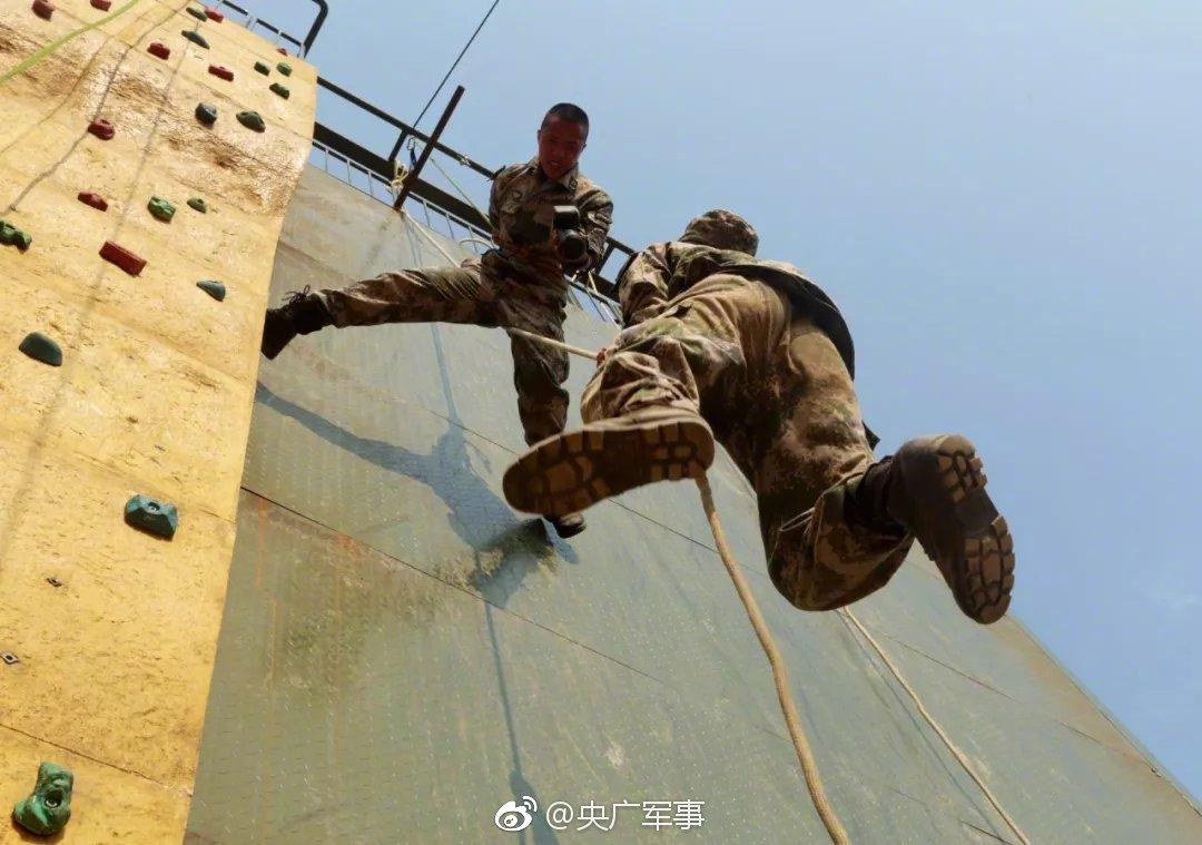 self propelled man lift