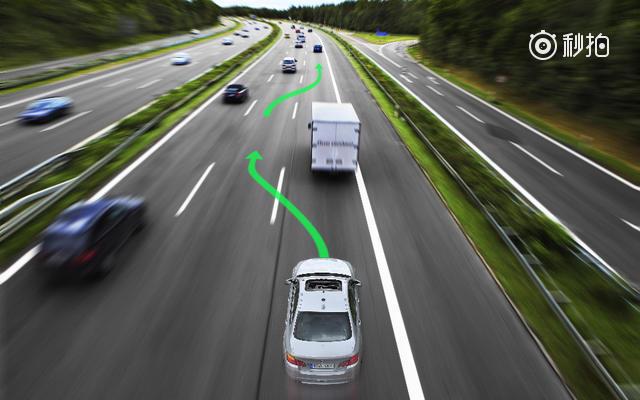 老司机秘籍:教你高速公路上实用的驾驶技巧!(使用 秒拍 录制) ?