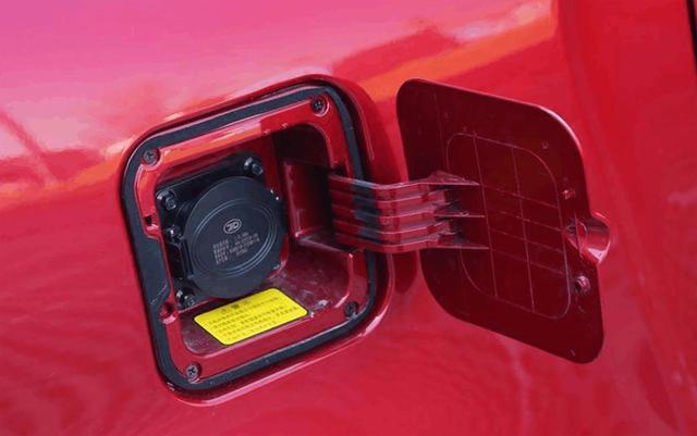 外观类似奔驰Smart,打开车门全是屏幕,8.98万起适合上下班代步