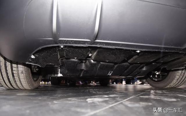 网友调侃:这车不存在漏油