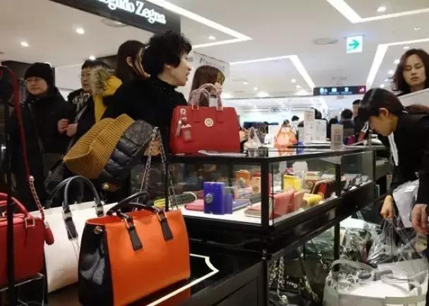 国外有钱人为什么也会购买仿制奢侈品,值得每一个中国人反思