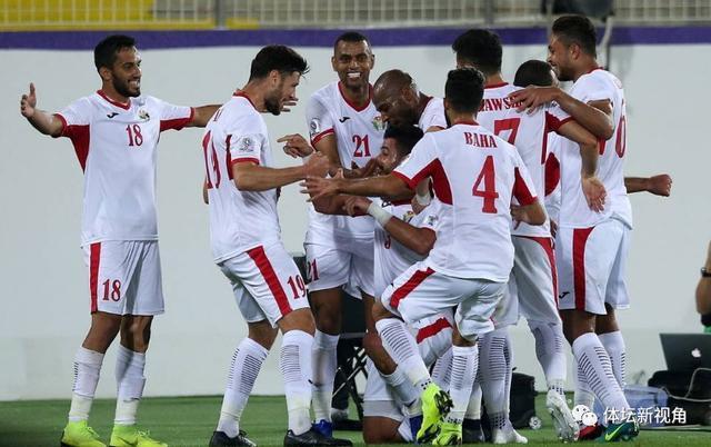 亚洲杯爆发大规模冲突:队友裁判上前都拉不住