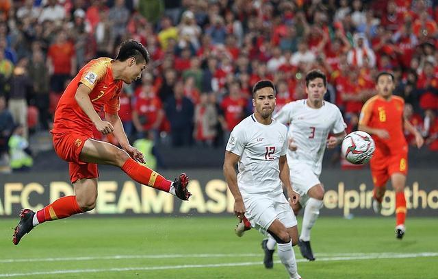 憋不住笑!武磊进第二球时,有谁注意到淡定的里皮也坐不住了!