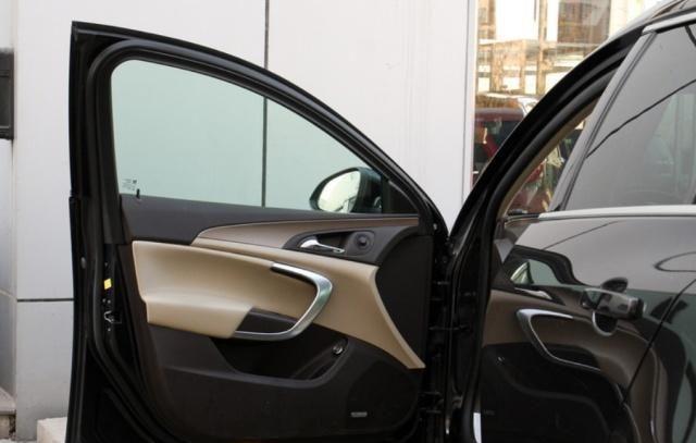 欧宝英速亚外形设计稳重大气,造型好看,做工很细致