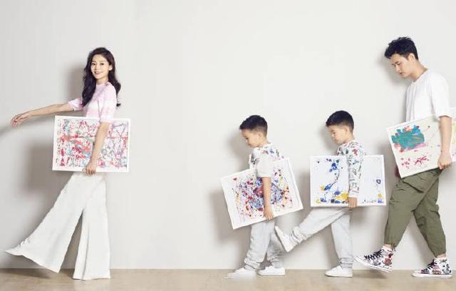 王媛可全家福曝光,双胞胎儿子神似父亲四个人同框也太