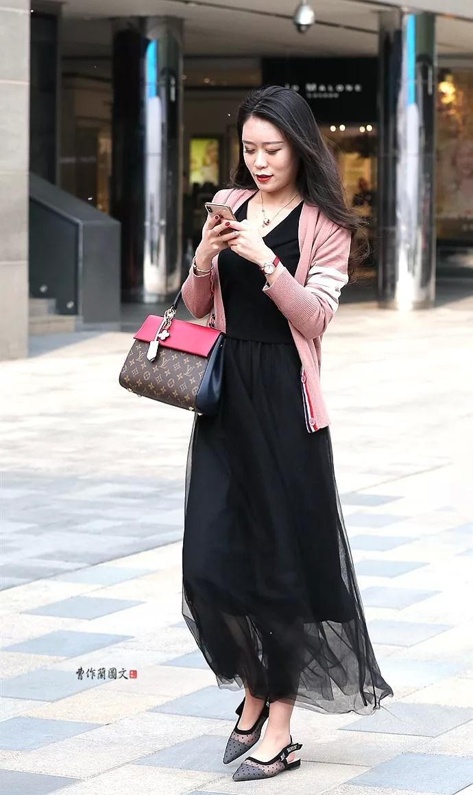 街拍:抢先进入夏季的美女凉鞋v美女美女日本视频的的图片