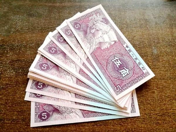 5角纸币别乱花,钱币专家:是这两字母的,3张抵1克黄金!